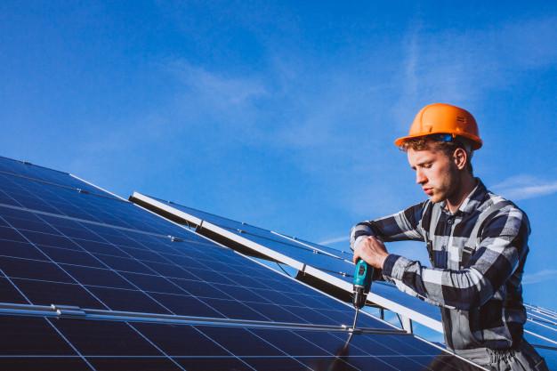 Solarni paneli – jih lahko namestimo sami?